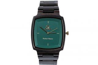 Man's wooden wrist watch-green