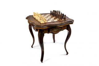 Шахматный столик с авторским оформлением контура