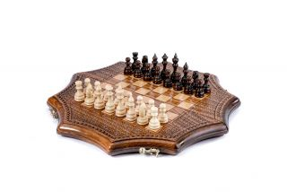 Star-shaped chess